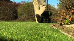 How To Use Lawn Spreaders and Sprayers - Ace Hardware